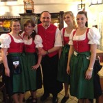 Serviceleiter Johann präsentiert die neuen Outfits mit seinem Team (2014)